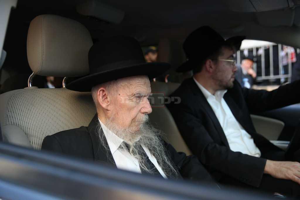 הגר''ג אדלשטיין בהלוויה (צילום: חיים גולדברג, כיכר השבת)