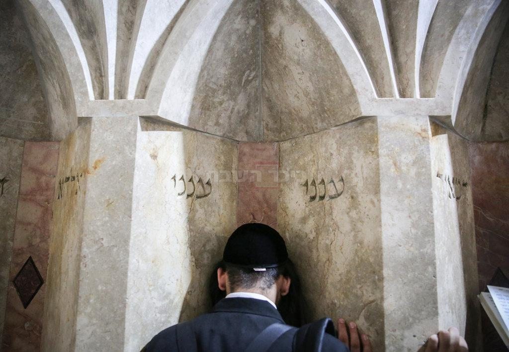 קברי רבי מאיר בעל הנס (צילום: David Cohen/FLASH90)