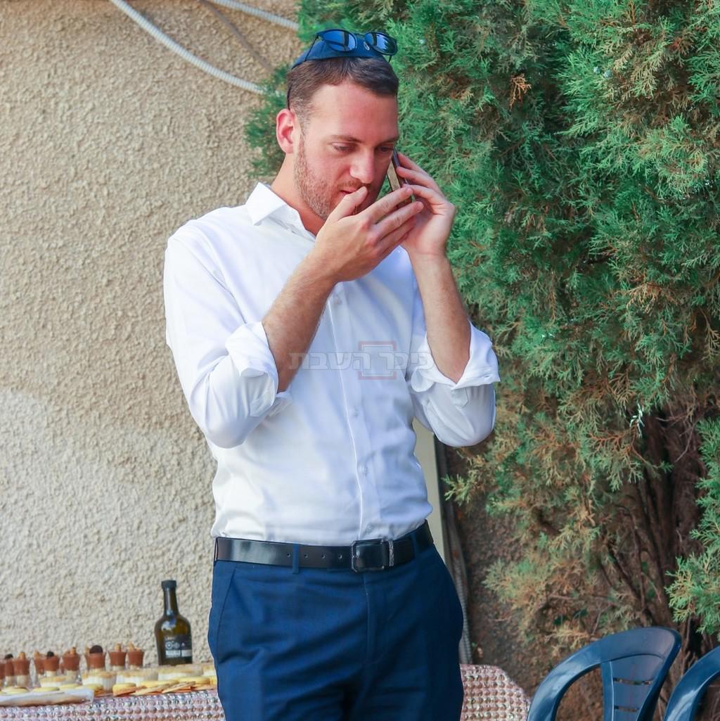 החתן אריאל ליבא, מתברך ומברך