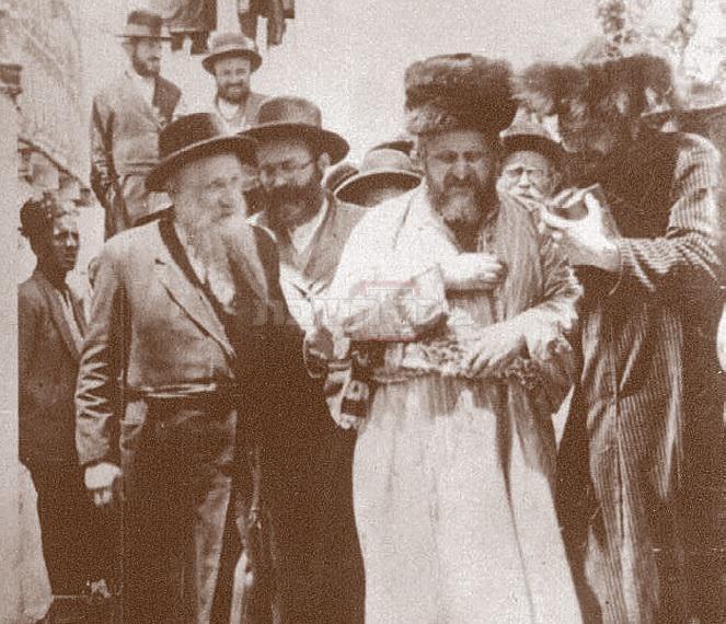 האדמור מבאיאן למברג מדליק בשנת התרצ''ג