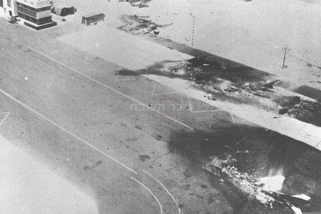מטוסים מצריים שהופצצו על-ידי ישראל (צילום: לע''מ)
