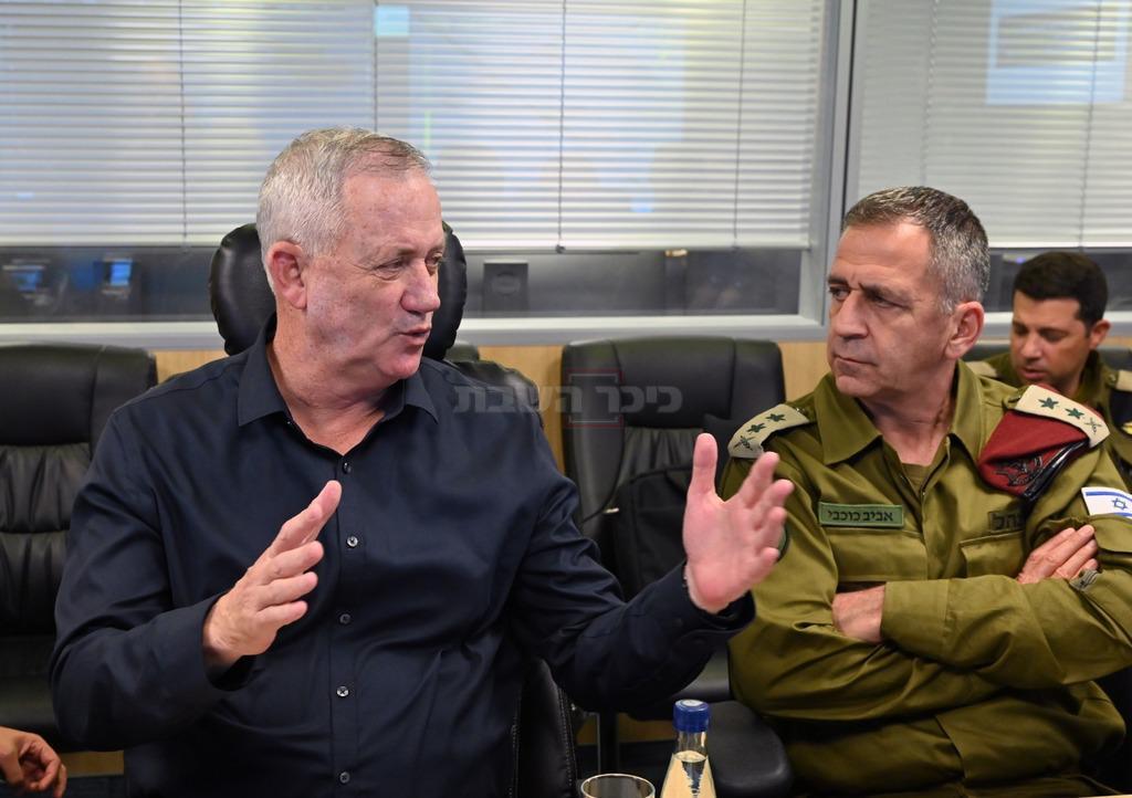 גנץ, בדיון על המבצע בעזה (צילום: משרד הביטחון)