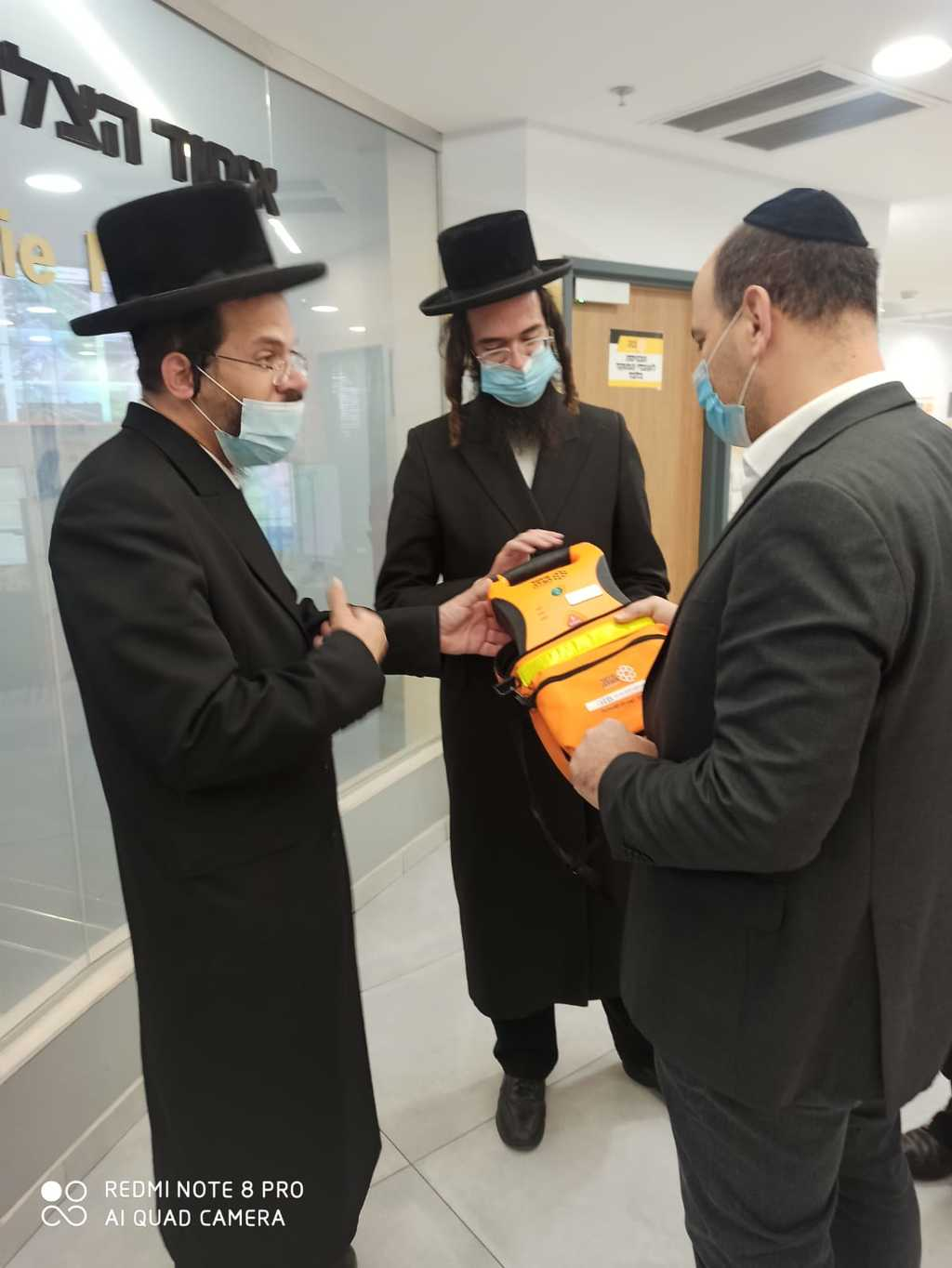 מכשיר דפיברילטור מוענק לנכדו של גרינבוים מתנדב באיחוד הצלה בסניף ציון - ירושלים