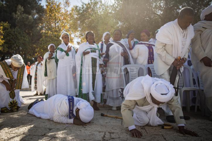 יהודי אתיופיה משתחווים מול הר הבית (הדס פרוש, פלאש 90)