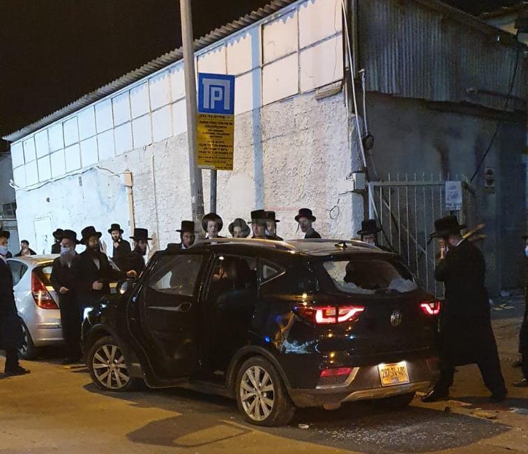 הרכב של השוטרים שהותקפו (צילום: לפי סעיף 27א)