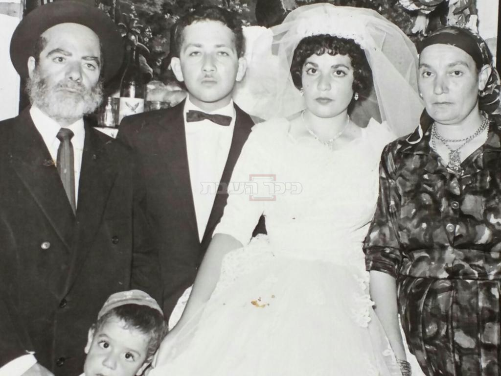 הרב יונה בליקשטיין, ביום חתונתו, יחד עם חמיו ה'בבא הנא' זצ''ל