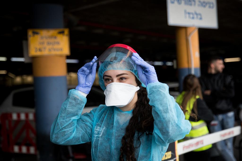 היערכות בישראל לבדיקת חולה (צילום: יונתן זינדל - פלאש 90)