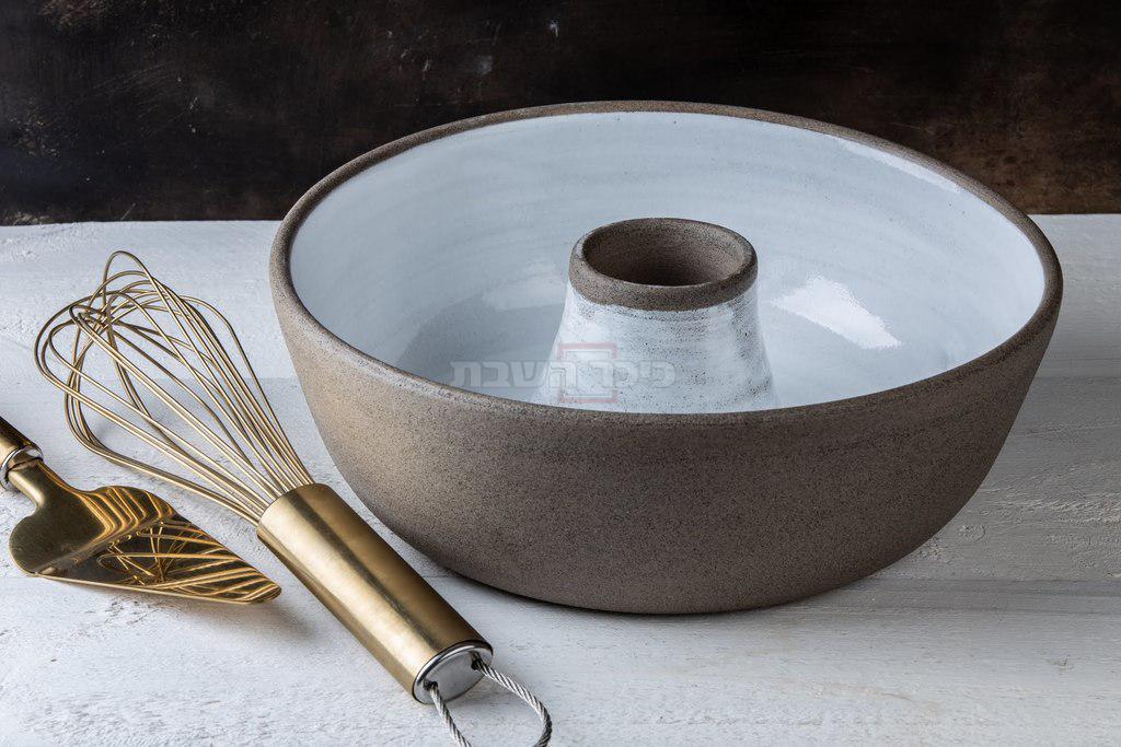 ניתן לשימוש בתנור, בטאבון במיקרוגל ולשטיפה במדיח הכלים יצרנית ומעצבת כלי קרמיקה: קרן טיבי (צילום: איתן וכסמן)