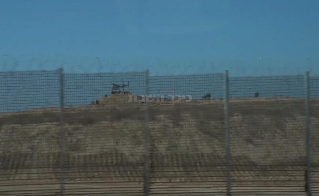 עמדת חמאס כפי שנראית מהכביש שבצמוד לגדר המערכת (צילום: דובר צה''ל)