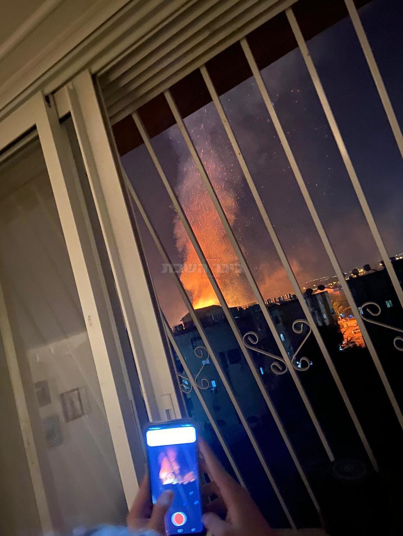בית הכנסת ''דוסא'' עולה באש (ללא קרדיט)