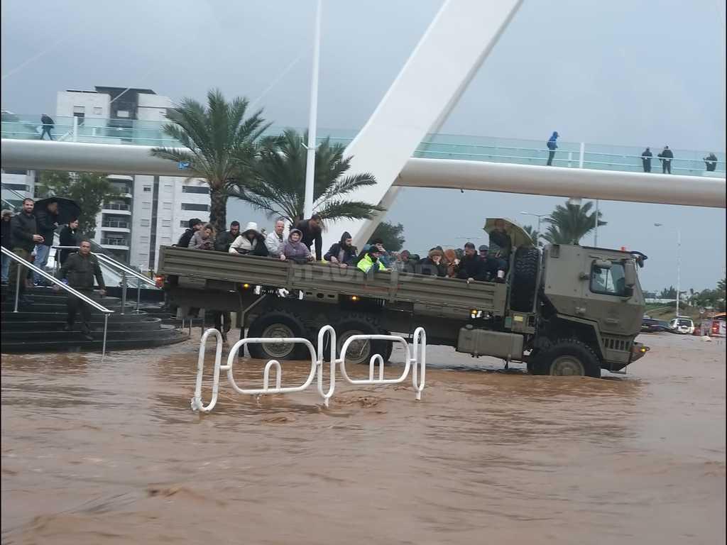 הצבא עוזר בחילוץ (דו''צ)