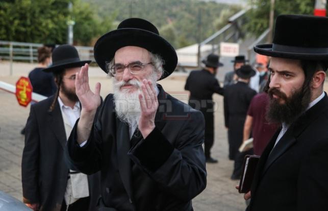 הרה''ח ר' בעריש גפנר לצד הרבי מויז'ניץ (דוד כהן - פלאש 90)