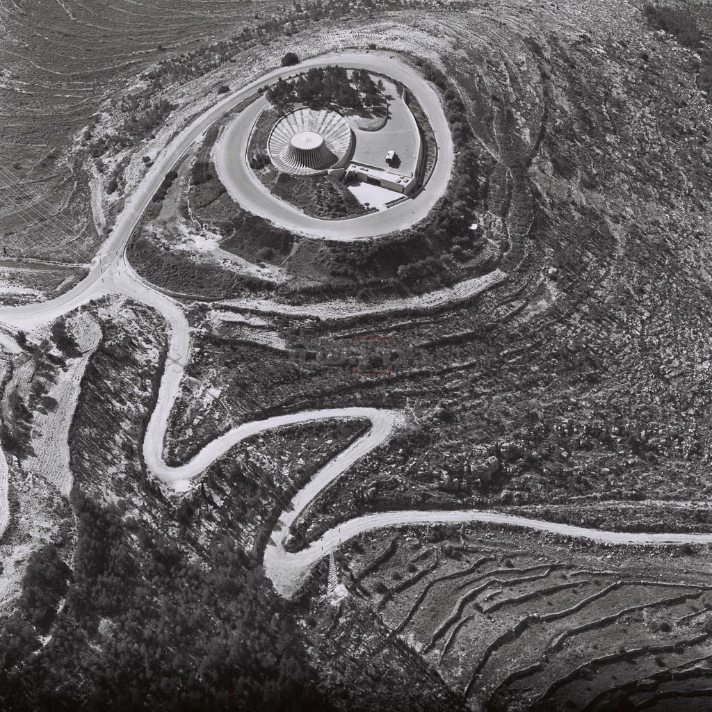 'יד קנדי' מהאוויר, 1070 (צילום: MILNER MOSHE, לע''מ)