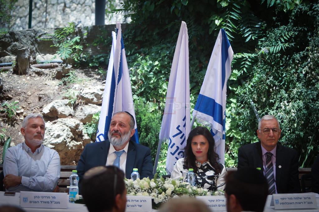 מרדכי כהן, משמאל (צילום: חיים גולדברג, כיכר השבת)