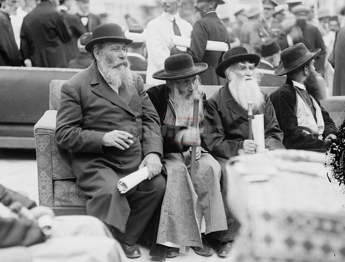 הרב זוננפלד (שני משמאל) בקבלת הנציב הבריטי, 1920 (צילום: ספריית הקונגרס האמריקני (American Colony (Jerusalem). Photo Department, photographer))
