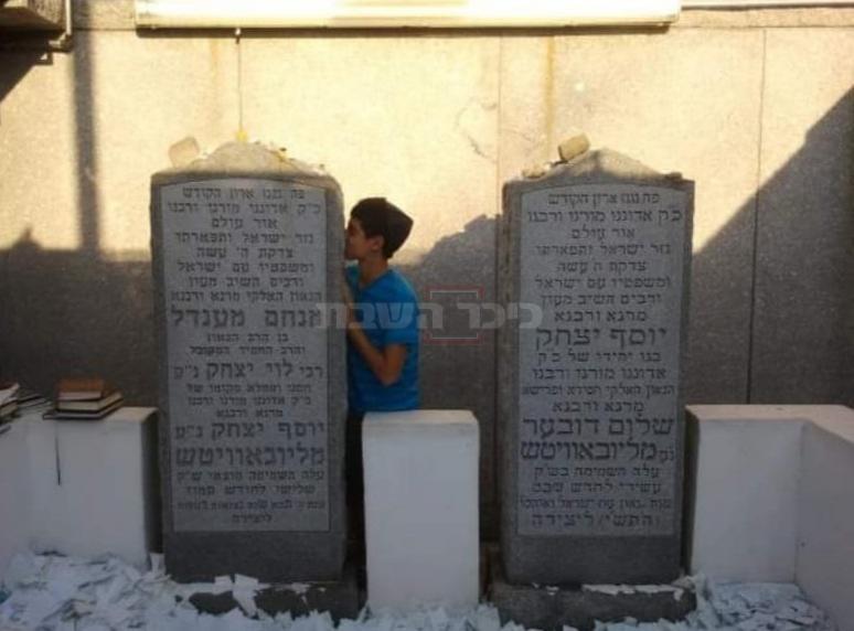 בן יגאל, הלילה, בקברו של הרבי
