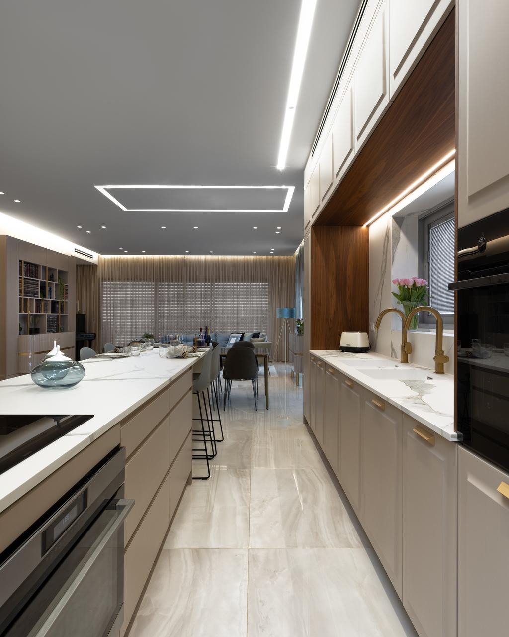 שילוב גופי תאורה שקועי גבס ופסי לד בהתאמה למטבח ולסלון   עיצוב: אביטל ובלהה (א. אבוחצירא)