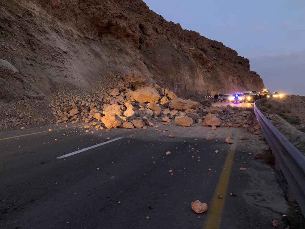 התמוטטות חלק מצלע ההר בכביש 31 (צילום: דוברות המשטרה)