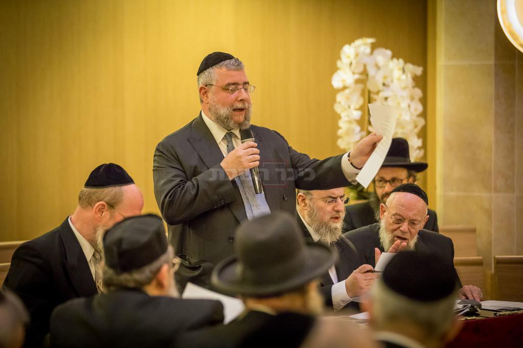 הרב גולדשמידט נואם (צילום: אלי איטקין)