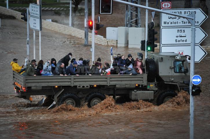 חילוץ בנהריה (צילום: Meir Vaknin/Flash90)