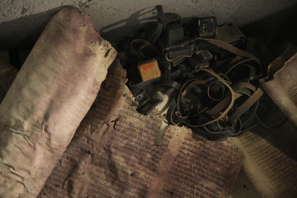 תפילין וגווילים, צילום: חיים גולדברג, כיכר השבת