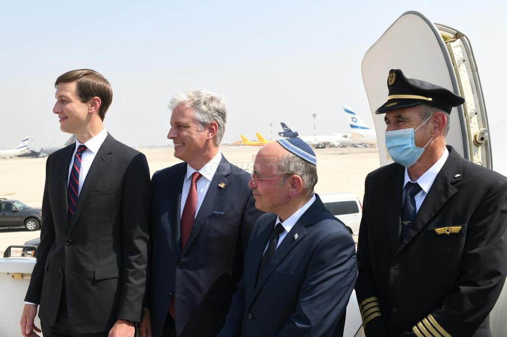 המשלחת הישראלית והמשלחת האמריקנית לאבו דאבי (צילום: עמוס בן גרשום / לע''מ)