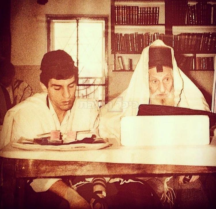 הרב מרדכי חסידים בצעירותו לומד עם המקובל הצדיק רבי יצחק כדורי