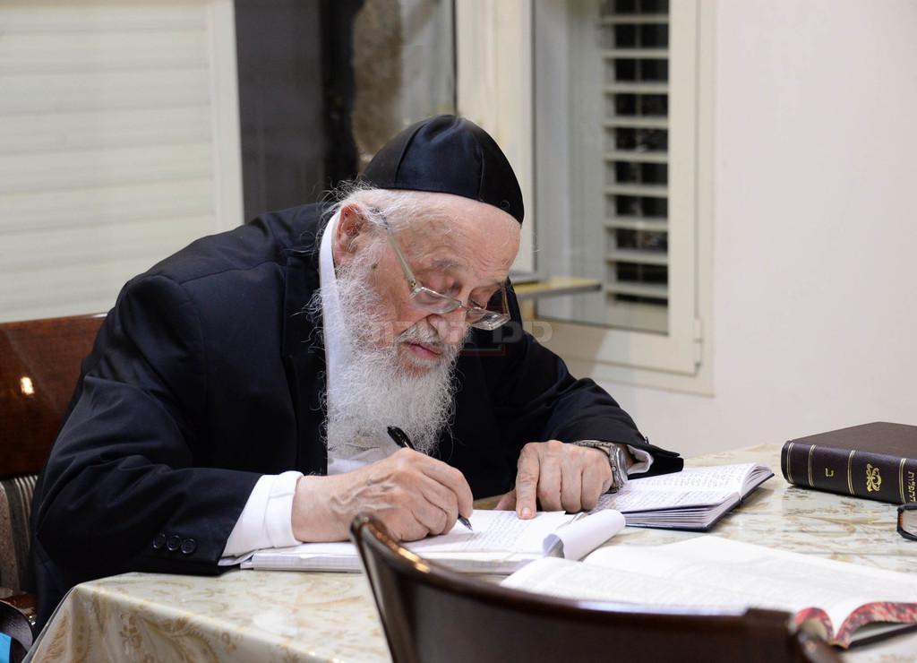 הגרמ''צ בכתיבת המכתב