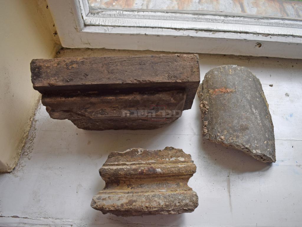 שרידי עמודי בימת בית הכנסת (צילום: יוחנן (ג'ון) זליגמן, רשות העתיקות)