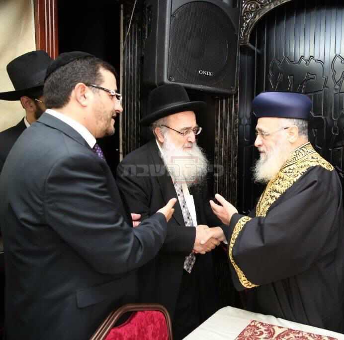 הגר''פ רבין זצ''ל עם הראשל''צ הגר''י יוסף (באדיבות המשפחה)