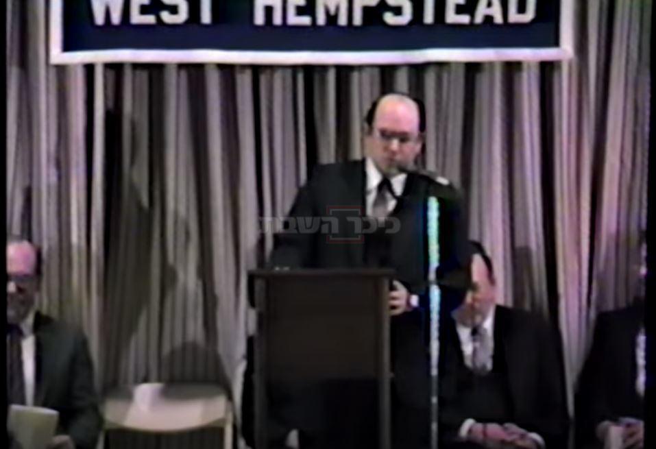 הרב בהכתרתו בשנת 1984 בביהכ''נ במערב המפסטד