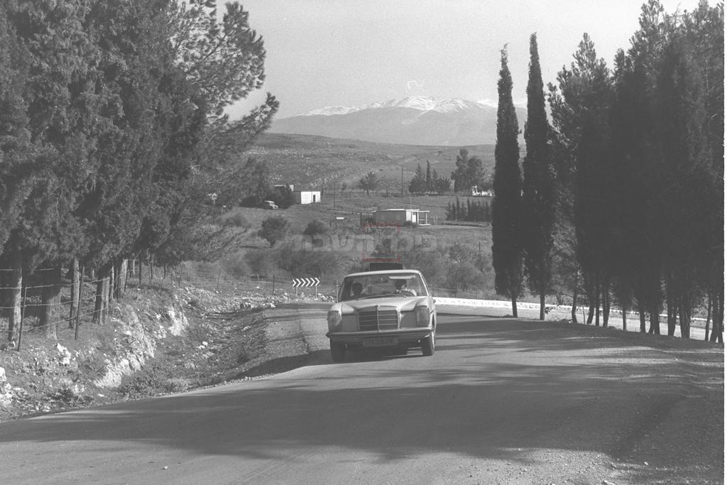הכניסה למטולה וברקע הר החרמון, 1970 (צילום: MILNER MOSHE, לע''מ)
