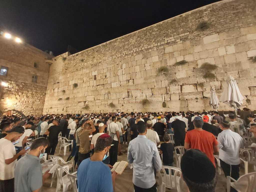 כך נראו הסליחות הראשונות בכותל • תיעוד - כיכר השבת