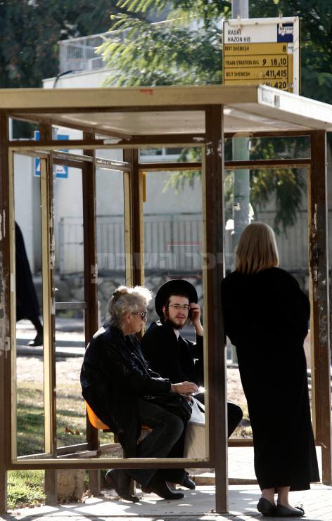 תחנת אוטובוס בבית שמש צילום: Uri Lenz/FLASH90