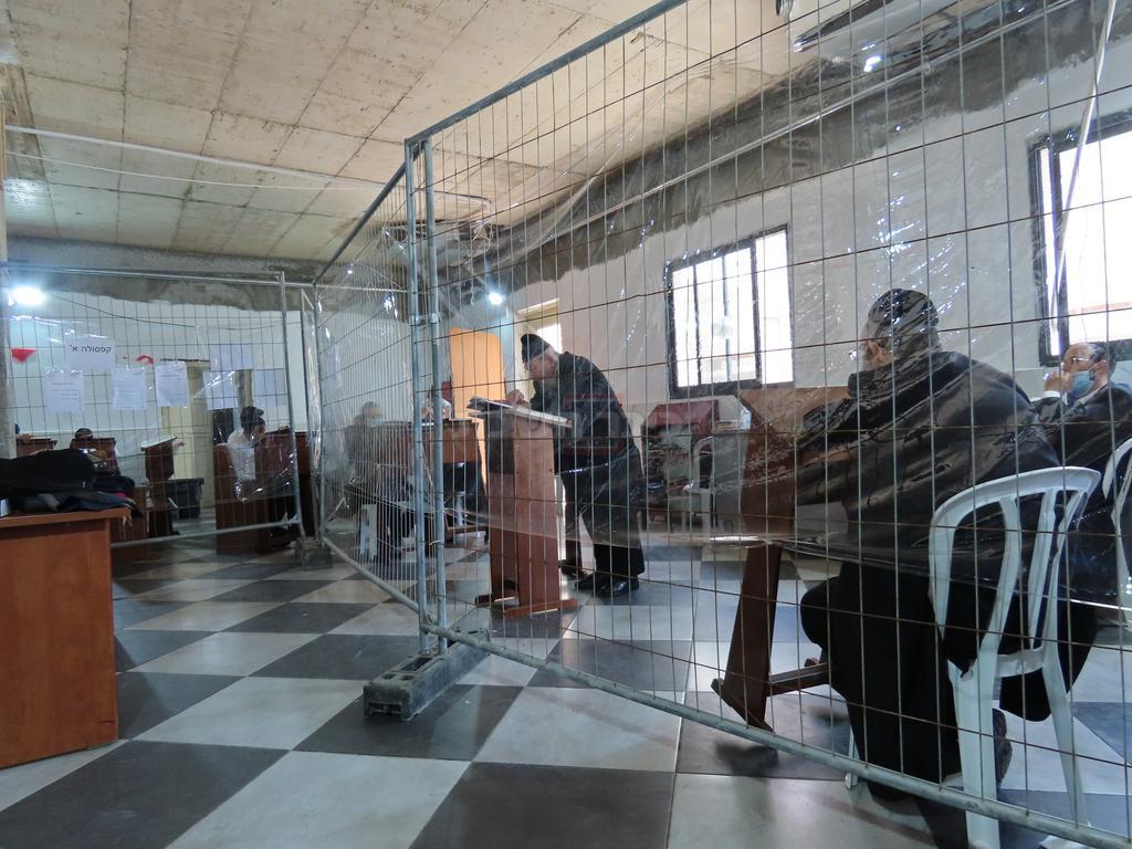 הגרב''מ אזרחי ב'שיעור כללי' בישיבת 'עטרת ישראל' (צילום: אמוץ)