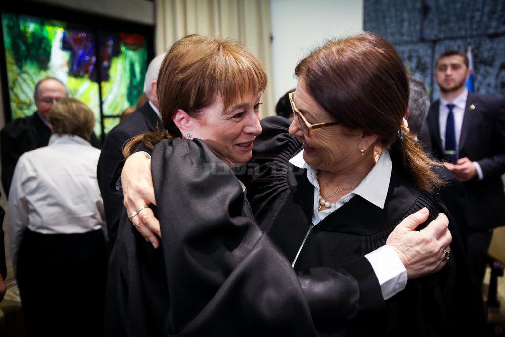 השופטת ענת ברון, עם הנשיאה חיות (צילום: Yonatan Sindel/Flash90)