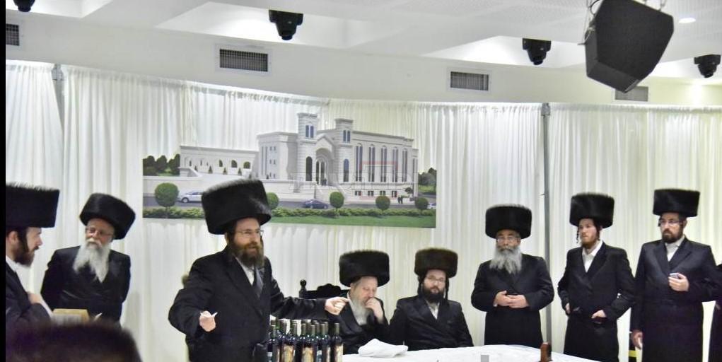 המשב''קים הרב שכטר והרב כהן לצד האדמו''ר מדז'יקוב (יהושע פרוכטר)