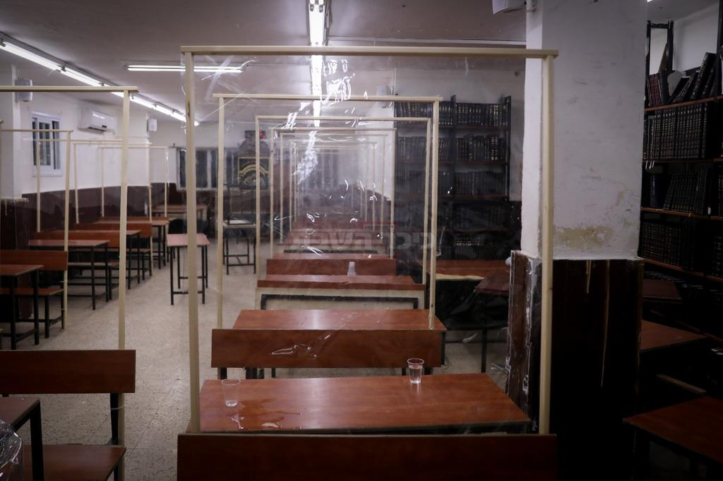 קפסולות בהיכל ישיבה (צילום: חיים גולדברג, כיכר השבת)