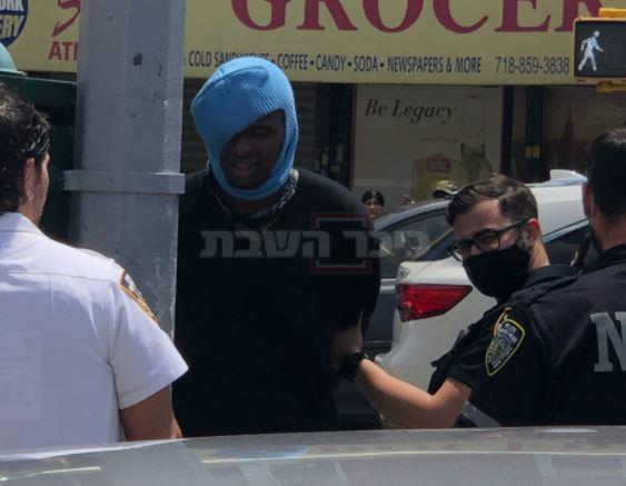 התוקף נעצר ע''י המשטרה (צילום: לפי סעיף 27א' (ראו מטה))