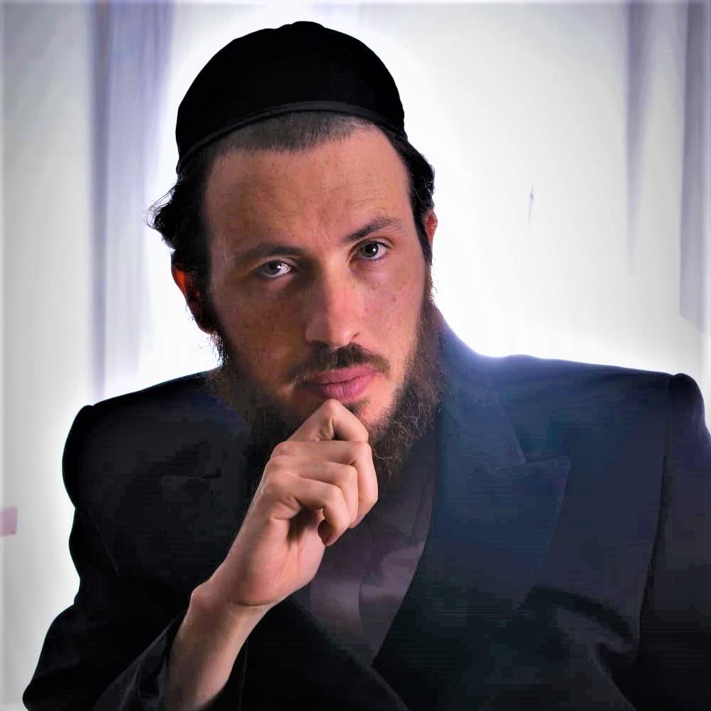 כותב השורות, הרב ישראל א' גרובייס (באדיבות המצלם)