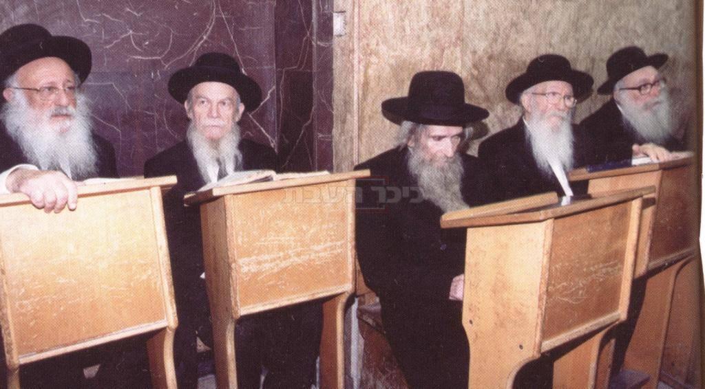 מרן הרב שטיינמן בהיכל ישיבת פוניבז'