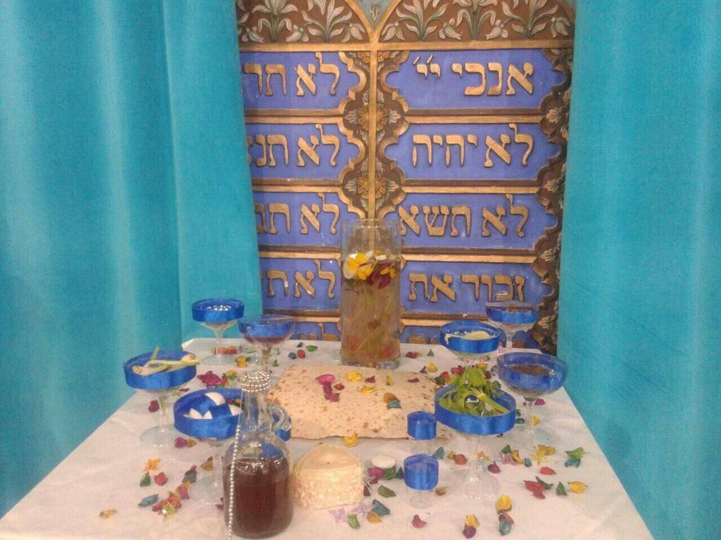 שולחן חג בטהרן (צילום בלעדי עבור כיכר השבת)