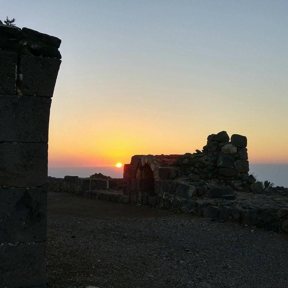 המבצר העתיק מתגלה בחשיכה. כוכב הירדן. צילום: אריאב בולדו