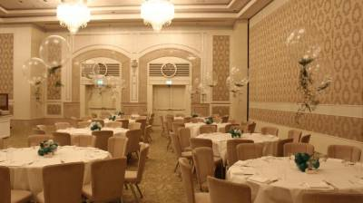 בלונים שקופים מאירוע במלון וולדרוף אסטוריה.