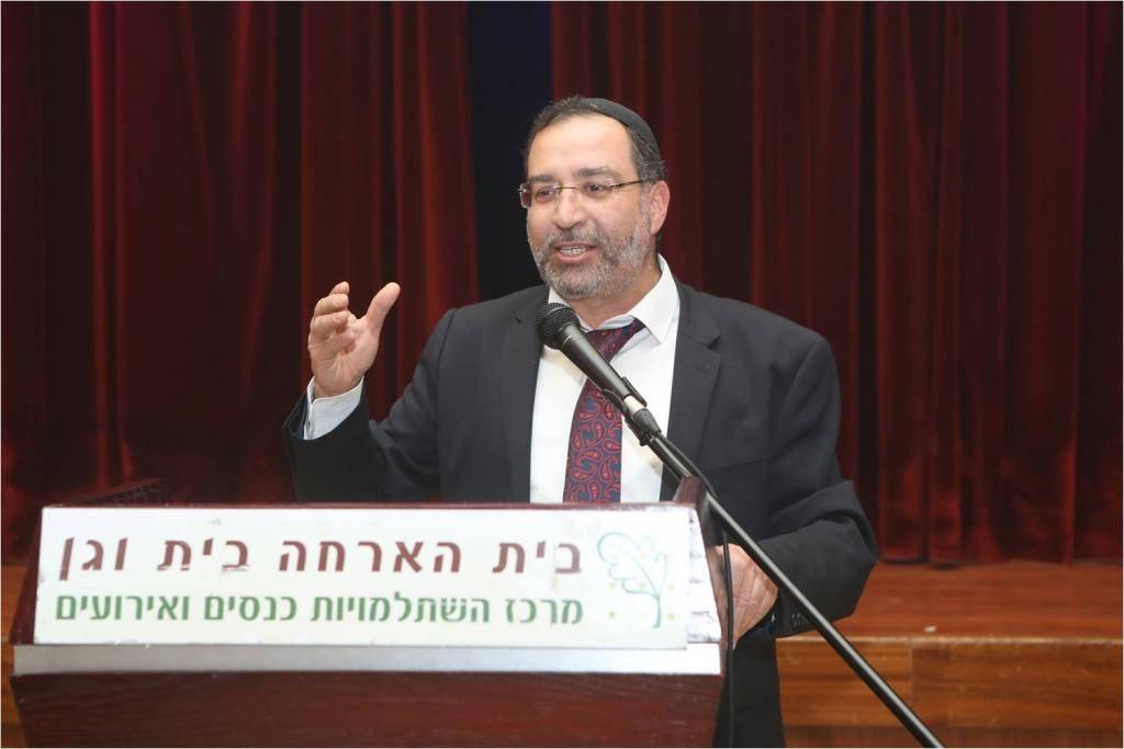 הרב בן ציון אלגאזי: ''שמירת השבת היא ערך עליון''. צילום: יחצ