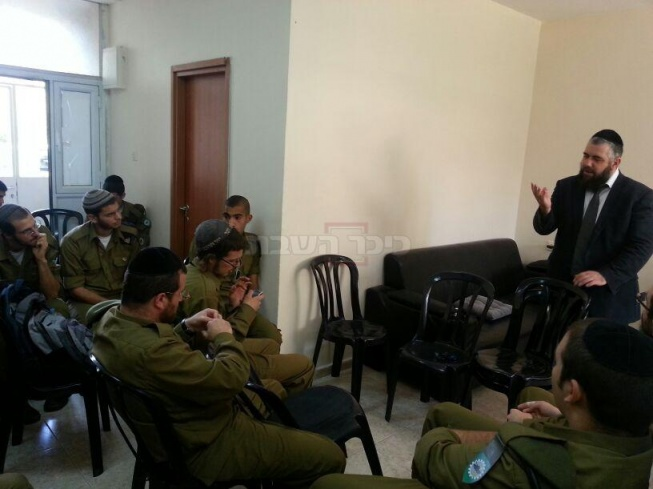 החיילים החרדים, הבוקר (צילום: כיכר השבת)