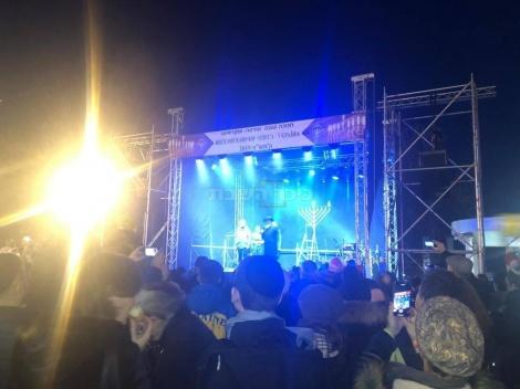 אודסה אוקראינה כיכר העיר במעמד הרב וולף השליח לאודסה , ראש העיר ומאות משתתפים. קרדיט: ישראל ברגר