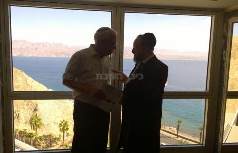 הרב רוזובסקי עם שר השיכון אורי אריאל