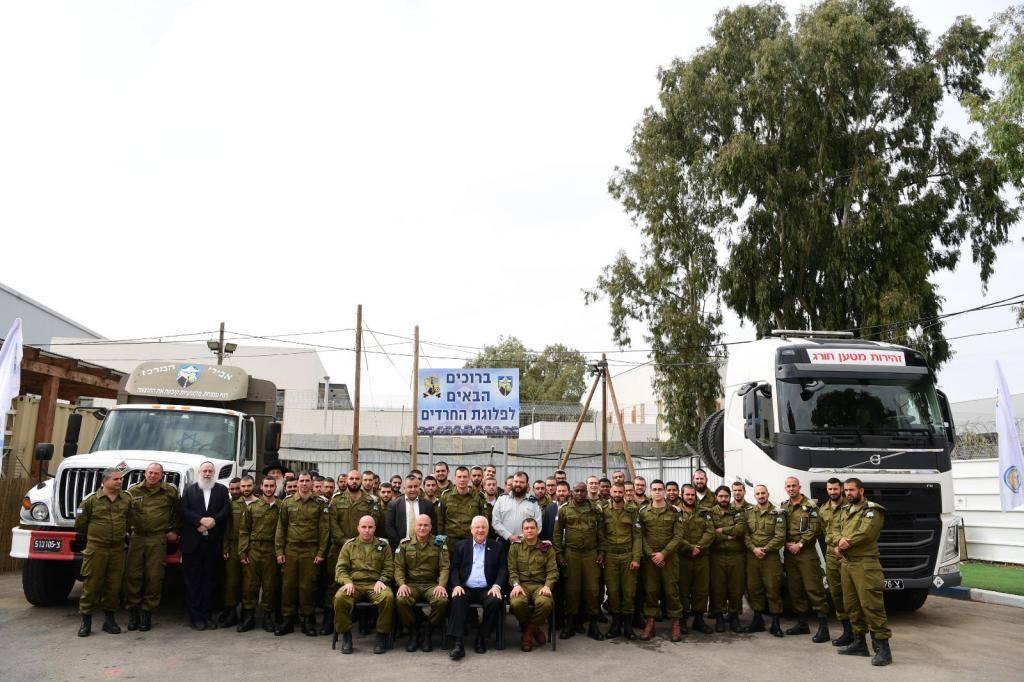 הנשיא ריבלין והחיילים החרדים, היום (צילום: עמוס בן גרשום, לע''מ)