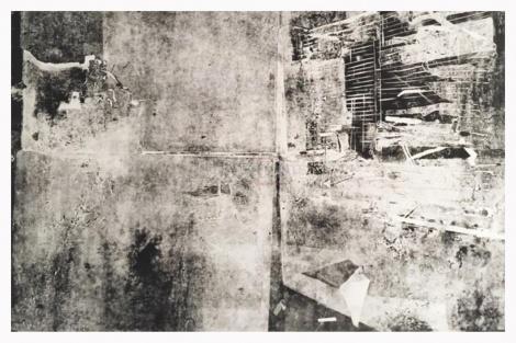 """הדפס, יצירה של יחידת הדיור בה גרה האמנית ב-27 מ' רבוע, נעמה ארז (צילום: """"אמן"""" - המרכז לאמנות חזותית לציבור החרדי)"""
